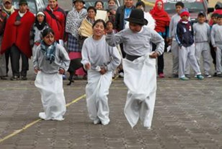 Ninos De Cochabamba Celebraron Con Juegos Tradicionales